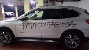 """""""Rata contagiosa"""": vandalizam carro de médica e acusam-na de poder contagiar pessoas com coronavírus"""