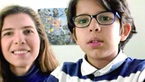 """""""É giro falar com os colegas no PC"""": Erik e Isabel, mãe e filho, na escola virtual"""