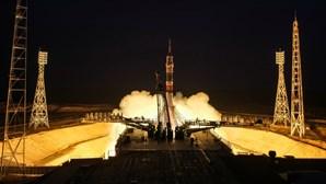 Tripulação da Estação Espacial Internacional em Terra após missão de mais de 200 dias