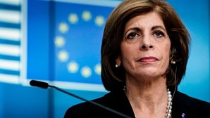 Dois comissários europeus isolados por contacto com casos positivos de Covid-19