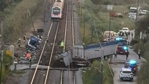 Circulação na linha do Norte restabelecida após acidente mortal em Santarém