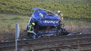 Aberta investigação ao acidente entre comboio e camião que causou um morto em Santarém