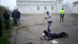 Veja como são tratadas as pessoas que violam medidas de confinamento na Colômbia
