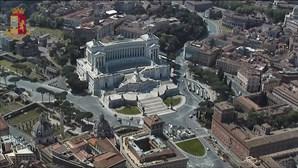 Helicópteros da polícia patrulham cidades italianas