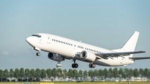 Boieng 777 aterra de emergência em Moscovo por falhas no motor. Avião tinha como destino Madrid