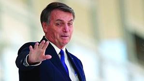 """E daí? Não faço milagres"": Bolsonaro volta a menosprezar vítimas do coronavírus no Brasil"