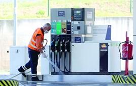 Gasolineiras aumentam preços para obter lucro