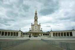 É a primeira vez  em mais de 100 anos que não haverá fiéis nas peregrinações aniversárias. O 13 de junho e o 13 de julho também estão comprometidos