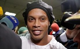 Ronaldinho agradece 'carinho e orações' aos adeptos e instala-se em luxuosa 'prisão' domiciliária