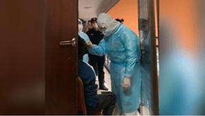 Cidadão africano a ser submetido a um teste ao novo coronavírus