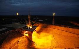Momento em que a nave Soyuz MS-15 descolou