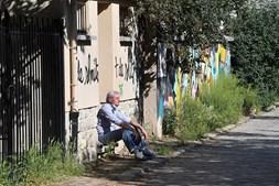 Rua de Paris, em França, durante pandemia do coronavírus