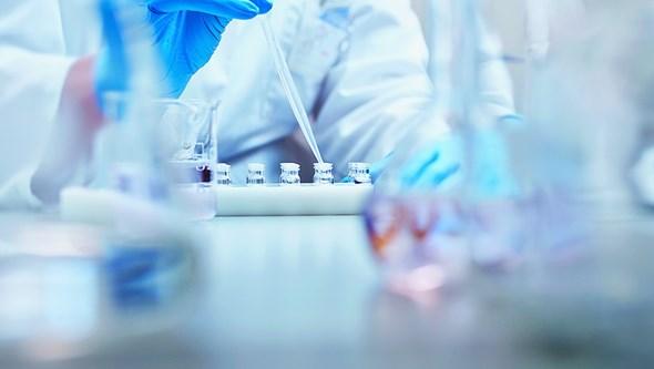 Spray nasal investigado na Austrália pode travar reprodução da Covid-19