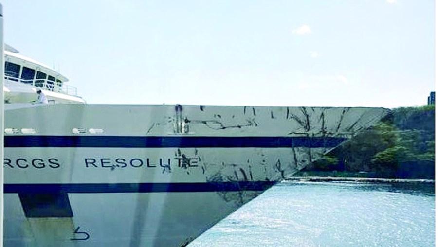 'Resolute' está à guarda da Holanda, com a proa danificada após colidir com um patrulha da Armada venezuelana