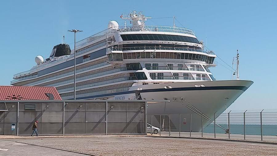 Navio atracado no Porto de Lisboa