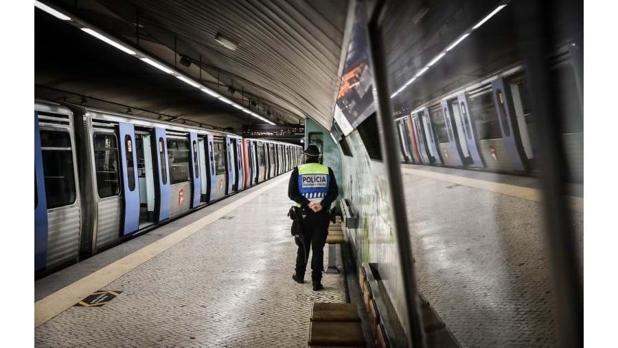 Metro de Lisboa controla temperatura a prestadores de serviços à entrada das instalações