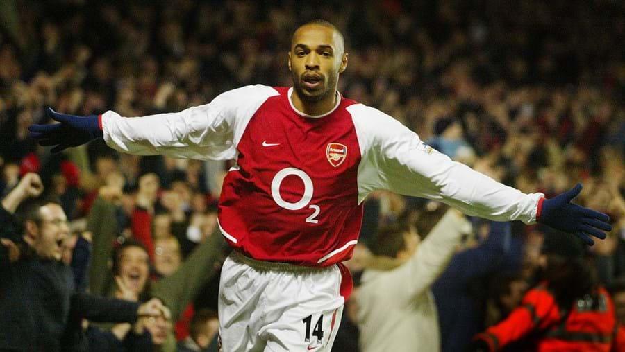 Internacional francês envergava a camisola em causa quando marcou o centésimo golo pelo Arsenal