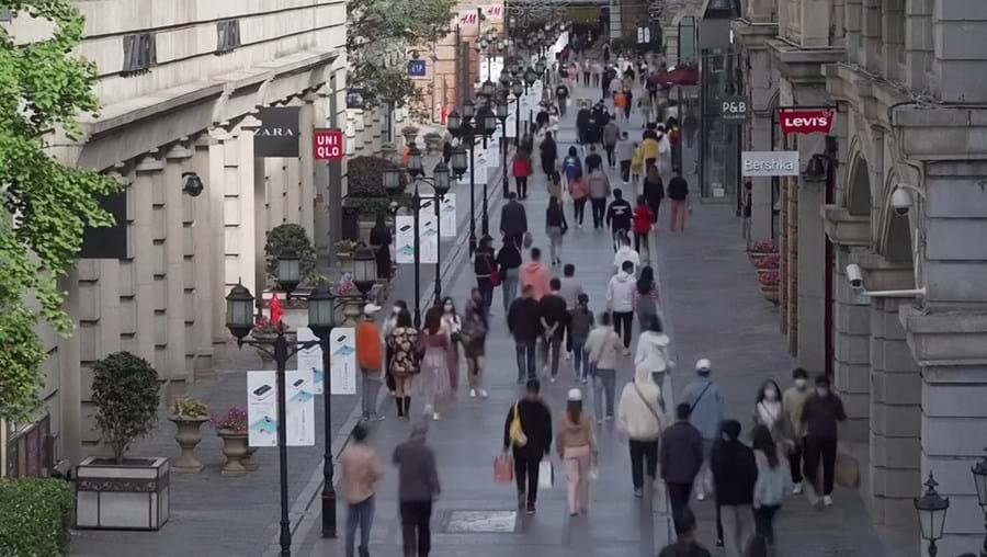 Ruas movimentadas em Wuhan