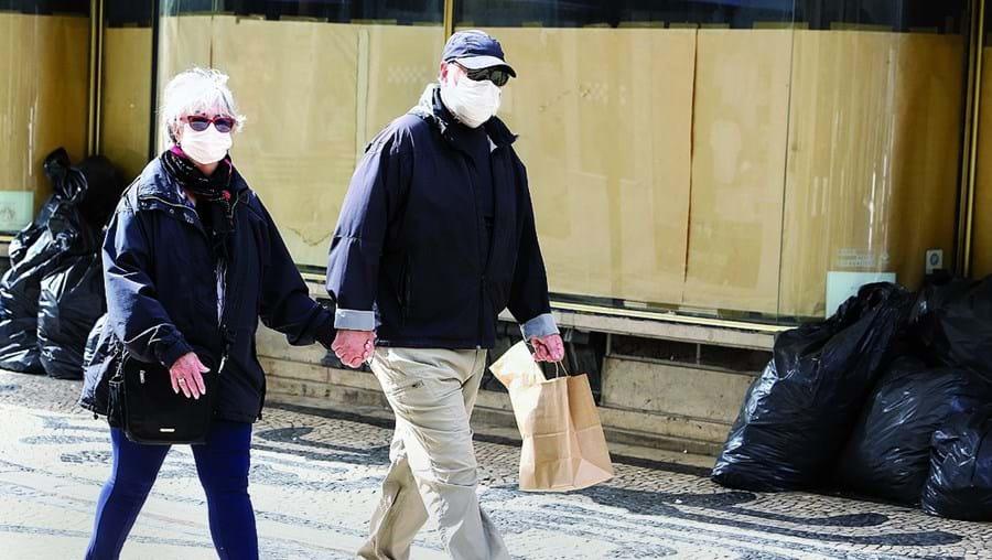 OMS passou a admitir o uso generalizado de máscaras pela população mundial