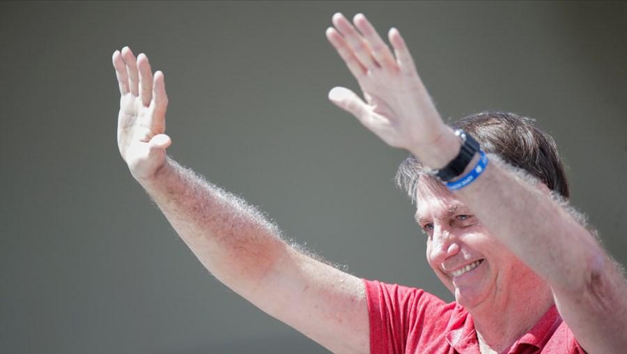 Apoiantes de Bolsonaro pedem intervenção militar para acabar com isolamento do coronavírus no Brasil