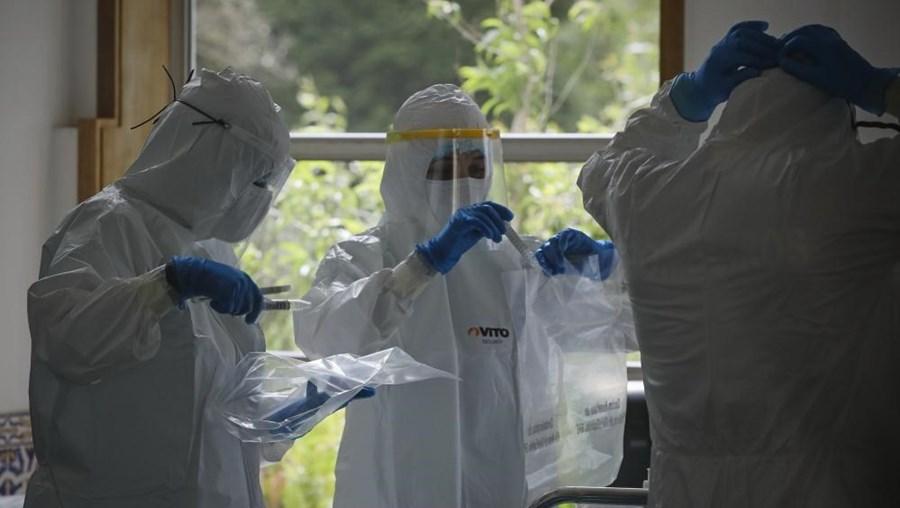 Testes de despiste ao coronavírus num lar