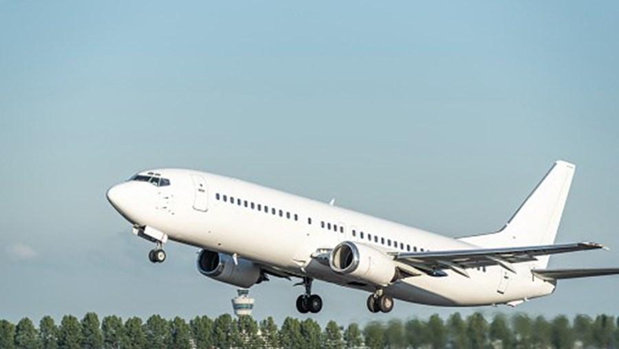 Proibição de voos extra União Europeia prolongada até final do mês ...