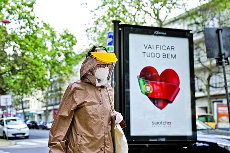 População deve usar máscara, sobretudo em espaços públicos, defendem os médicos