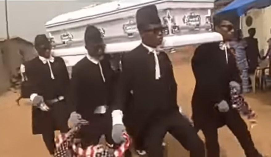 'Celebrar a morte': Carregam caixões no Gana como profissão e transformam-se em 'memes' internacionais