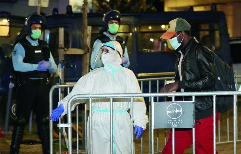 Evacuação decorreu na segunda-feira sob fortes medidas de segurança