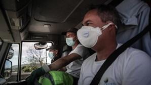 Menos cantoneiros recolhem mais lixo num esforço contínuo para manter as ruas limpas