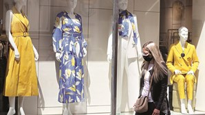 Pequeno comércio regressa com multibanco desinfetado e roupa provada isolada