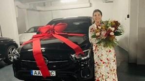 Veja os presentes especiais que Dolores Aveiro recebeu no Dia da Mãe
