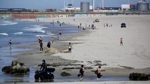 Praias de Matosinhos e da Costa de Caparica entre as mais procuradas em domingo de verão. Veja as imagens