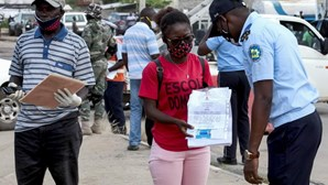 Angola anuncia aumento da capacidade diária de testagem à Covid-19