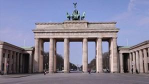 Portas de Brandemburgo desertas fazem lembrar o tempo da Guerra Fria