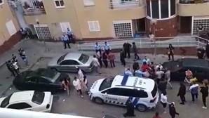 Agentes da PSP atacados por populares em fúria durante detenção de homem