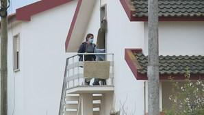 """""""Assassina, assassina"""": madrasta de Valentina chega a casa com a PJ e vizinhos gritam revoltados"""