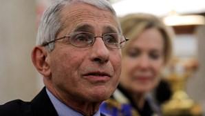 Consultor da Casa Branca critica estratégia de imunidade de grupo para travar a Covid-19