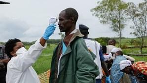 """Especialista alerta para """"grande risco"""" de aumento de mortes por outras doenças em África"""