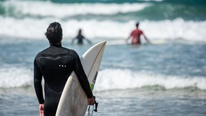 Etapa portuguesa do circuito mundial de surf cancelada devido à pandemia de Covid-19