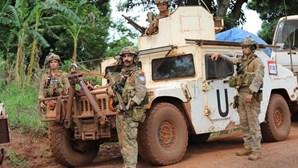 Paraquedistas portugueses patrulham cidade na República Centro-Africana que foi palco de confrontos entre dois grupos armados