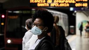 """Metro e comboio em Lisboa com mais utentes mas longe das """"enchentes"""" pré-pandemia"""