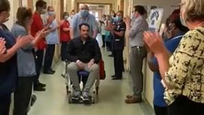 Português vence coronavírus e é aplaudido à saída do hospital em Inglaterra. Veja as imagens