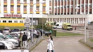 Falha de hospital deixa enfermeiros infetados por coronavírus sem salário