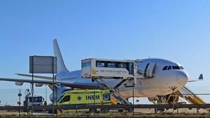 Idosa sofre paragem cardiorrespiratória em avião e obriga a aterragem de emergência em Faro