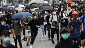 """Pequim considera """"bárbara"""" revogação do estatuto de Hong Kong pelos EUA"""