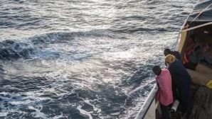 Embarcação de migrantes africanos encontrada em Cabo Verde com cadáver a bordo