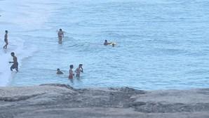 Pai e filha em apuros salvos por surfistas em praia de Espinho