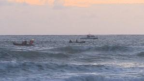 Cinco jovens resgatados do mar em praia de Ílhavo