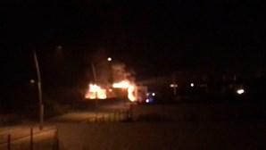 Novas imagens mostram violento incêndio a destruir restaurante Neptuno em Gaia